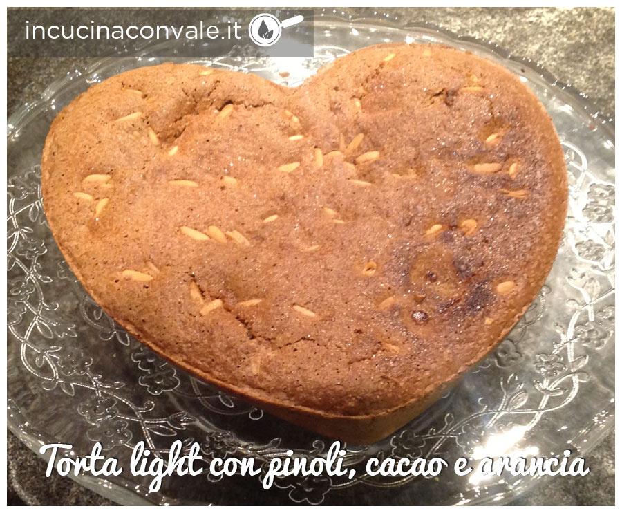 Torta light, senza burro, senza glutine, con pinoli cacao e arancia