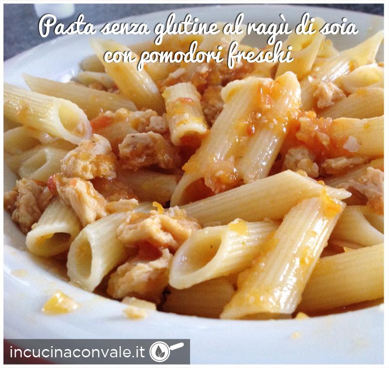 Pasta senza glutine al ragù di soia con pomodori freschi