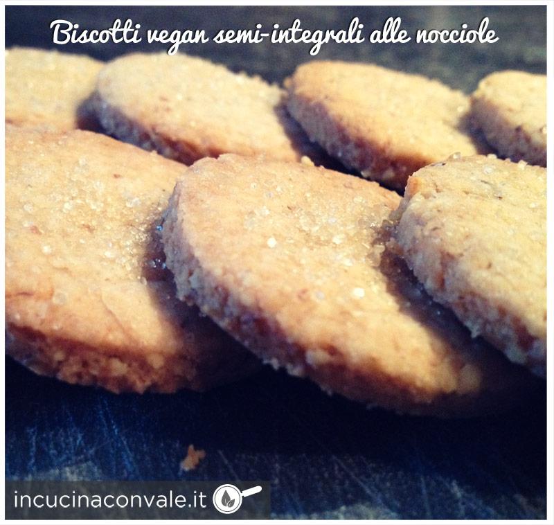 Biscotti vegan semi-integrali alle nocciole