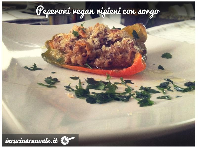 Peperoni vegan ripieni con sorgo